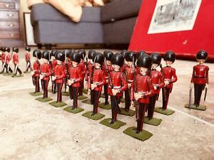 Britains 9424 CHANGING OF THE GUARD Buckingham Palace Total 84 Pc With